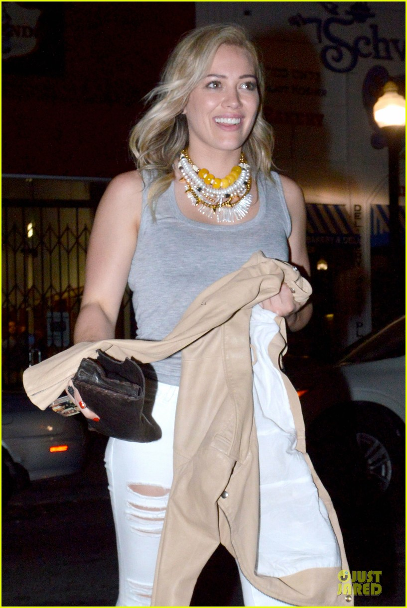 hilary duff let loose with gal pals friday night 02
