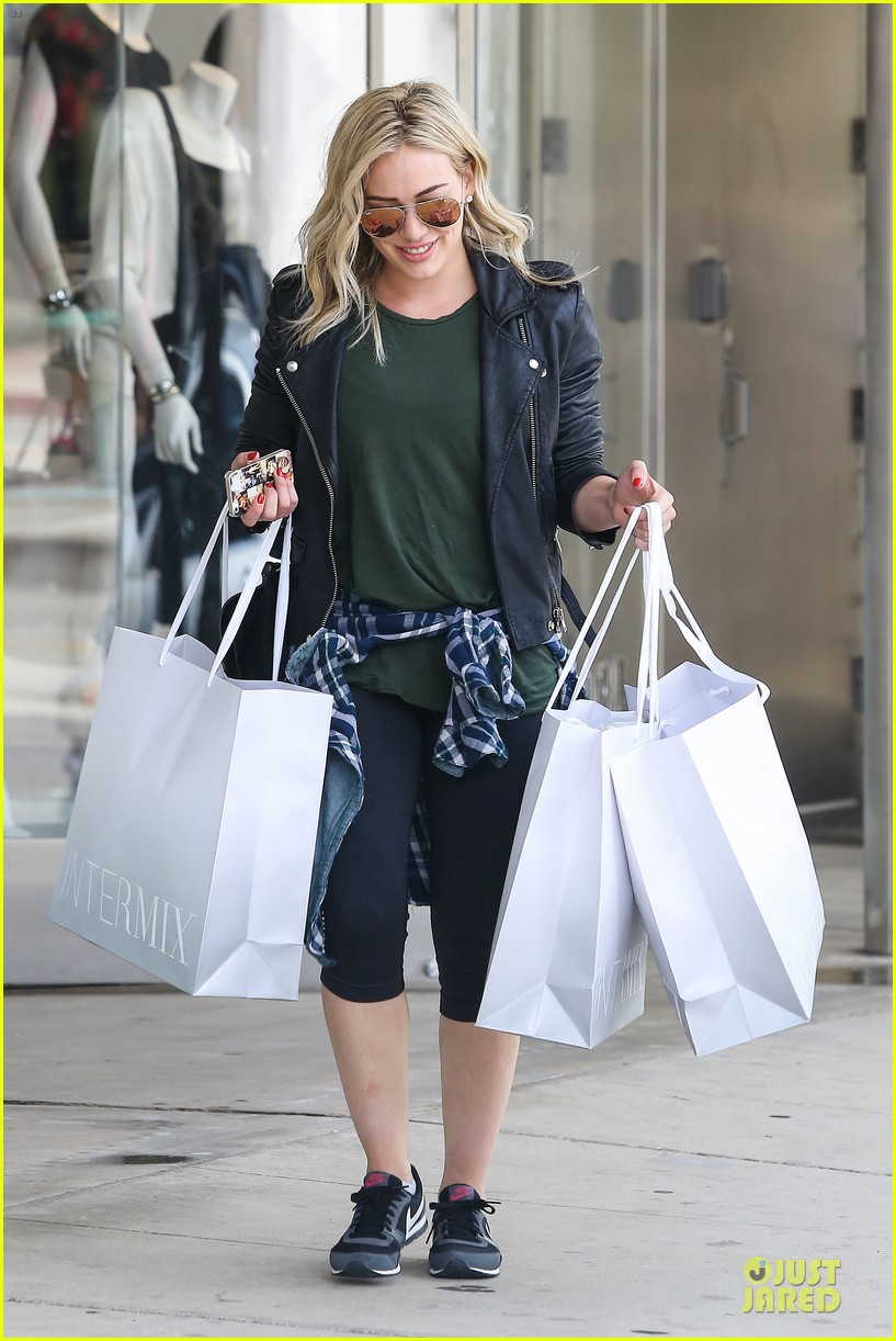 hilary duff brings music with record deal 07