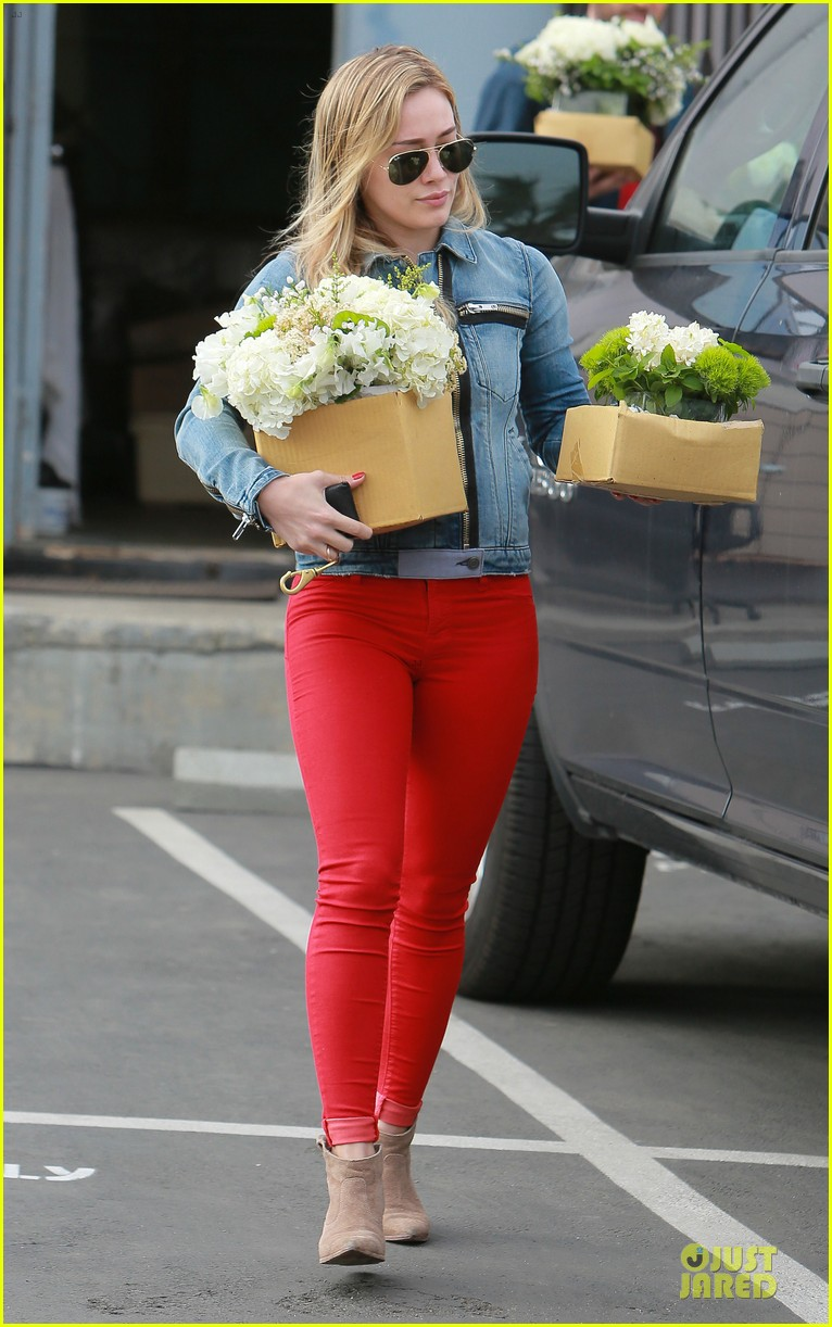 hilary duff stylish with red 023076517