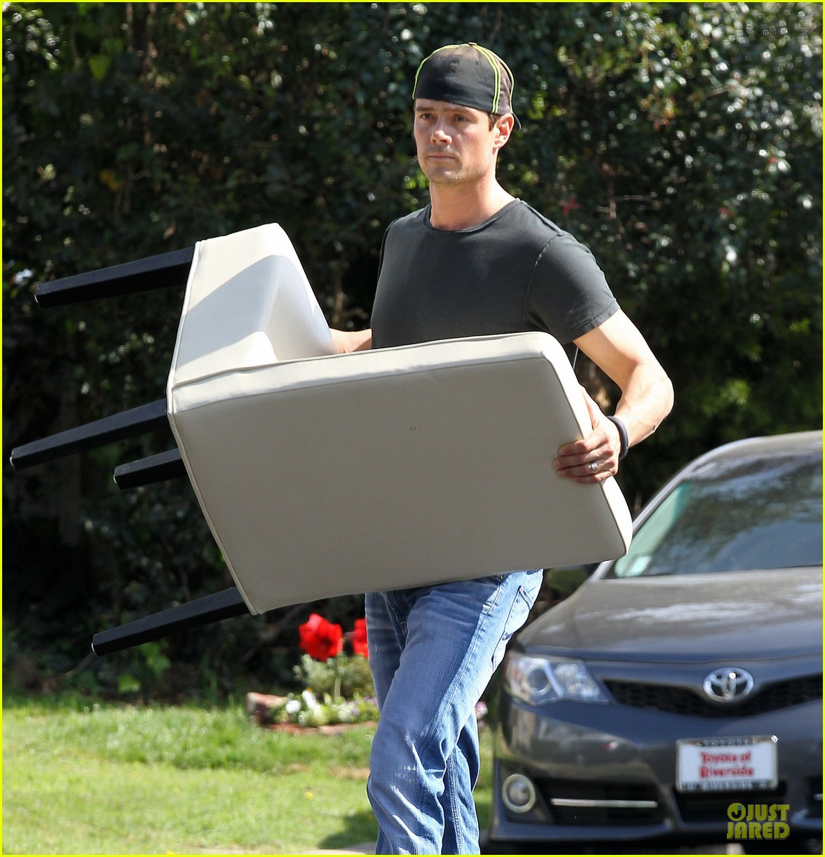 josh duhamel macho man with furniture loading 02