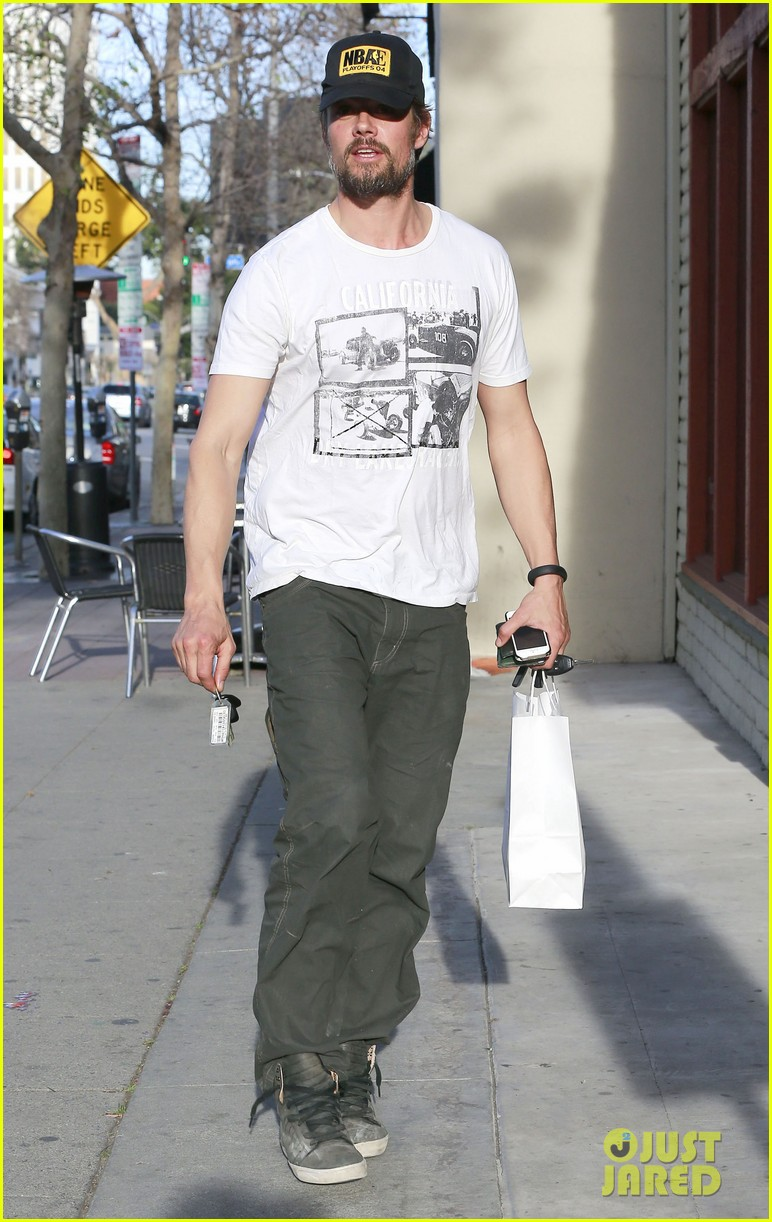 josh duhamel shows off his scruffy beard during shopping trip with fergie 093068766