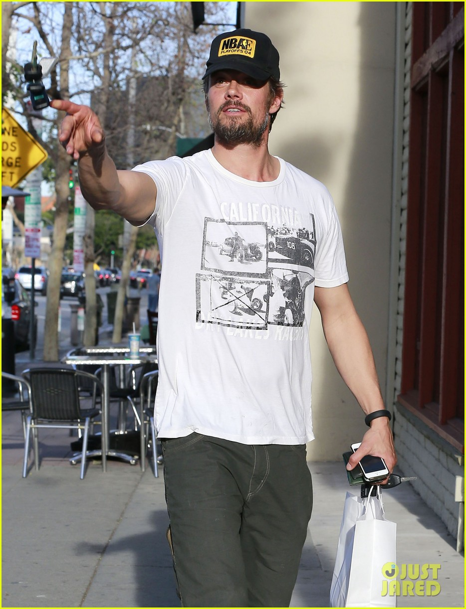 josh duhamel shows off his scruffy beard during shopping trip with fergie 10