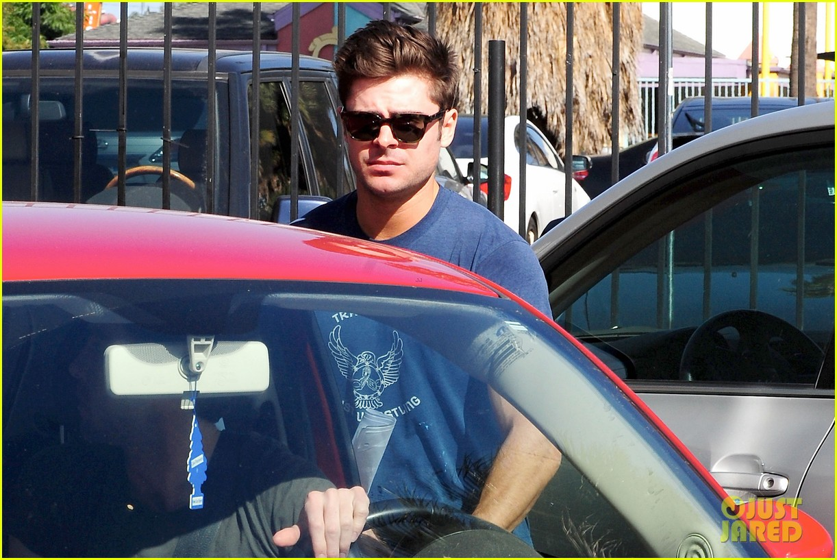 zac efron on filming shirtless scenes 04
