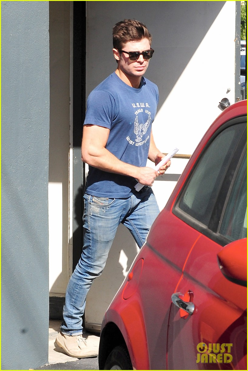 zac efron on filming shirtless scenes 083070813