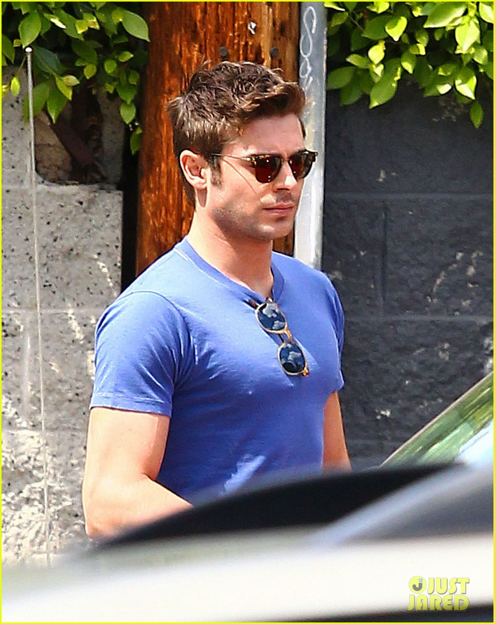 zac efron tight blue shirt 063082402