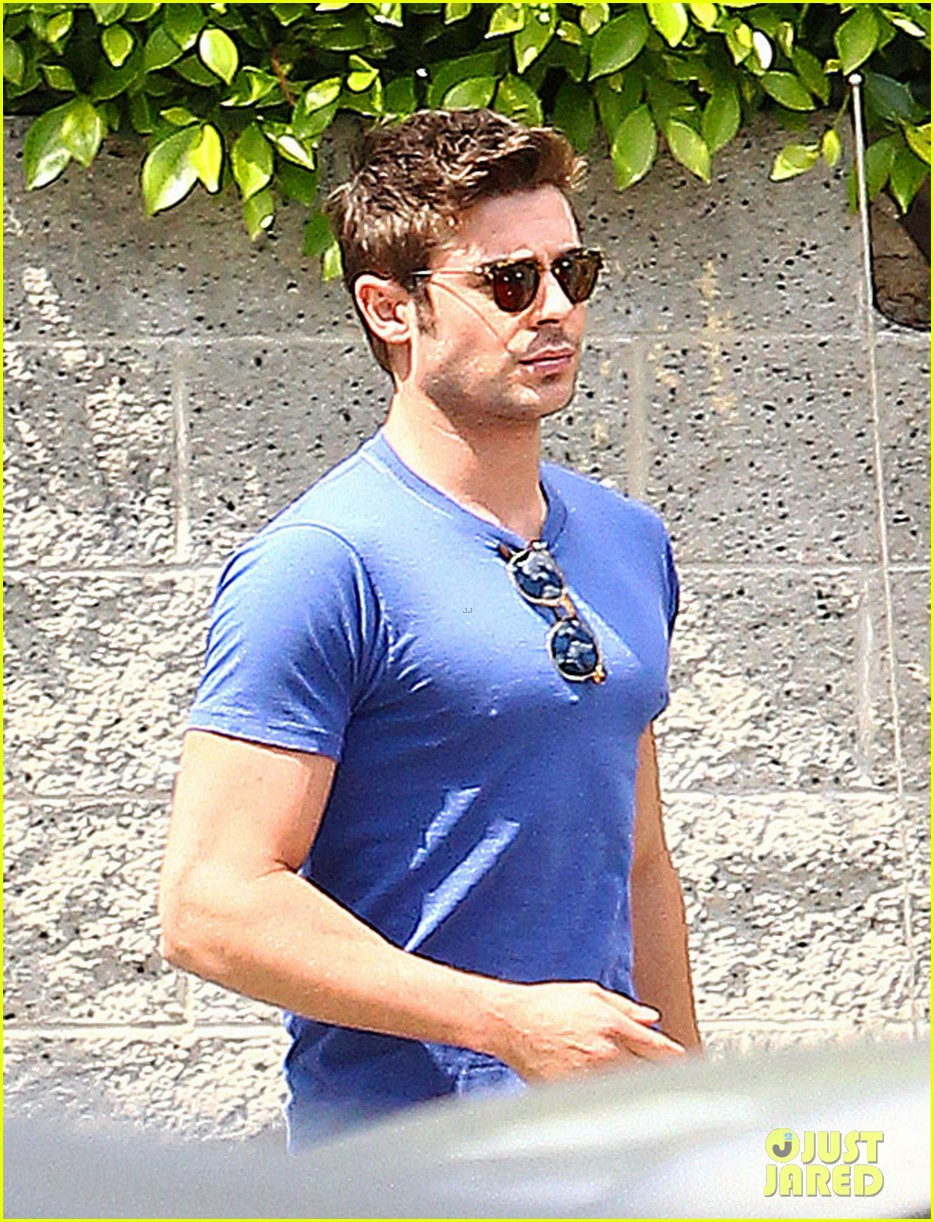 zac efron tight blue shirt 09