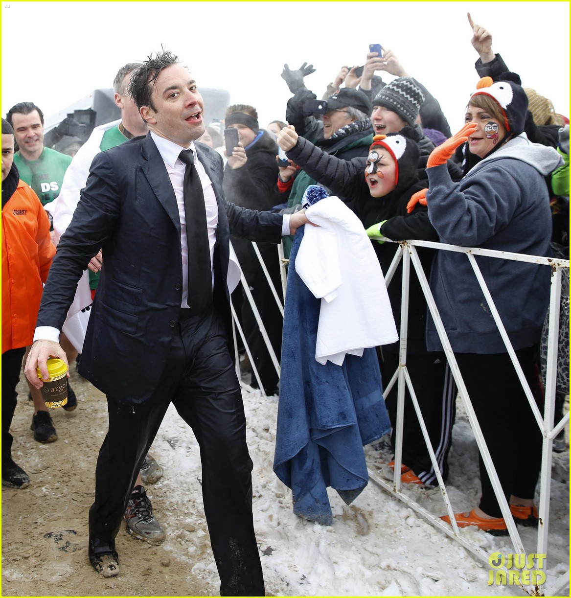 jimmy fallon takes the polar plunge in chicago 07