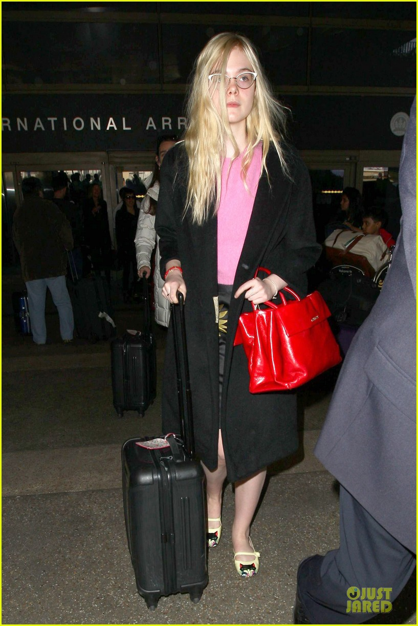 elle fanning blames schedule for not learning to drive 053068396