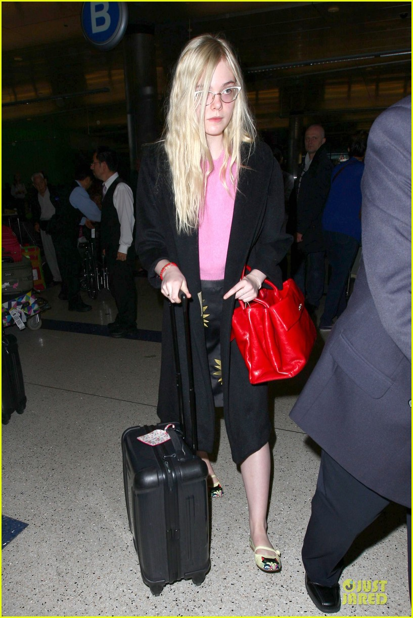 elle fanning blames schedule for not learning to drive 073068398