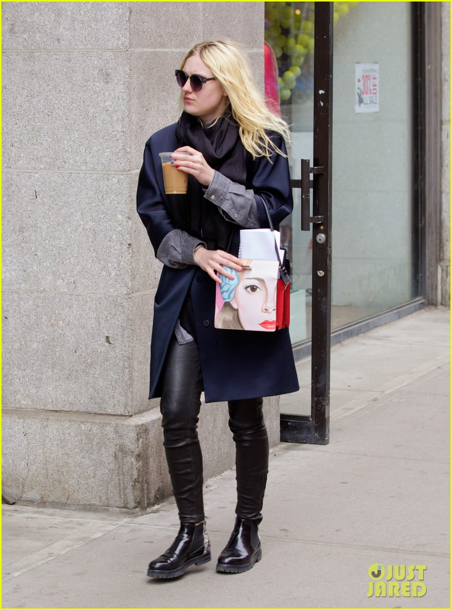 dakota fanning i love my stylist but hate trying on clothes 02