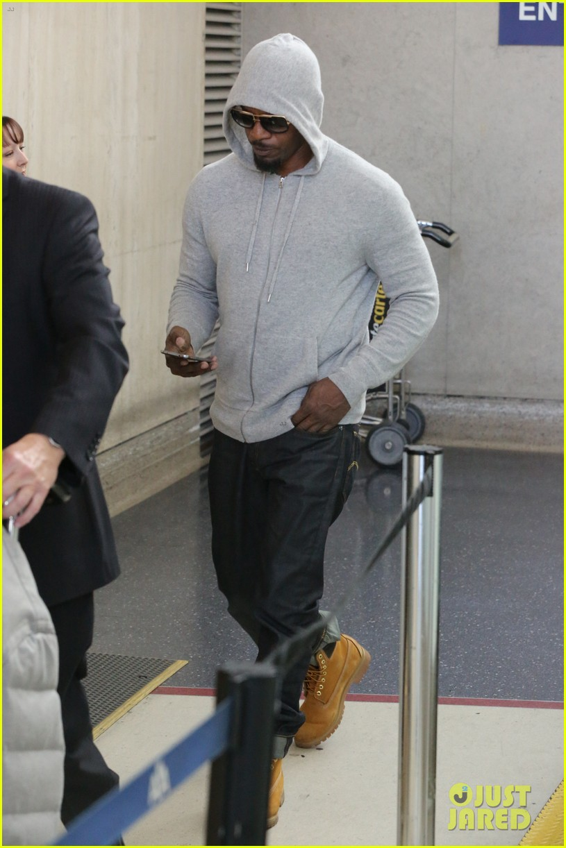 jamie foxx touches down at lax after foxwoods concert 01