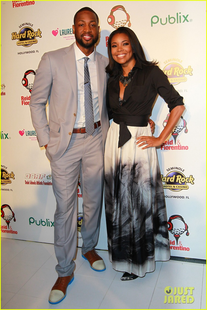 dwyane wade helps hold gabrielle union gown event 03