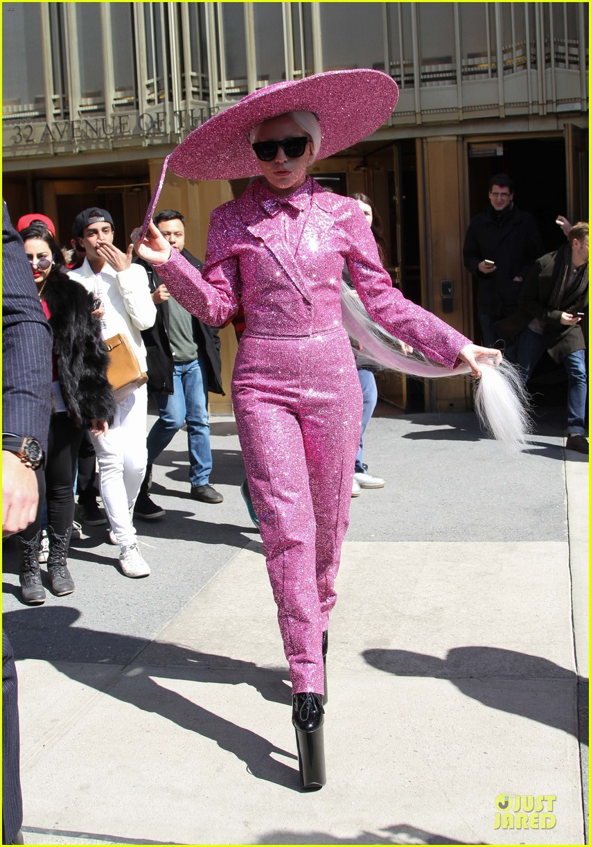 lady gaga taylor kinney is in charge 01