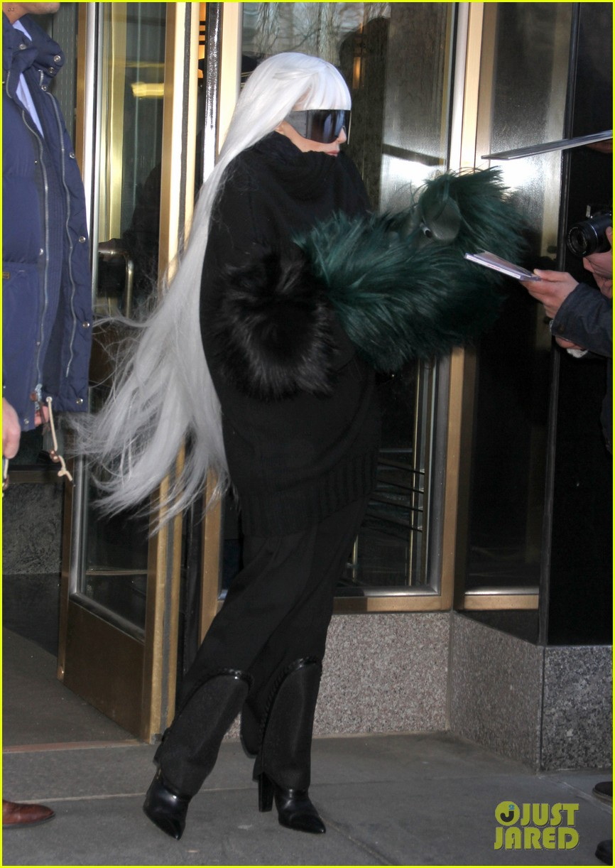 lady gaga vaccuums her sinuses away 19
