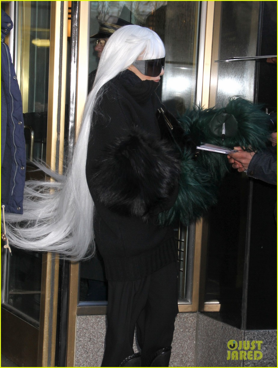 lady gaga vaccuums her sinuses away 20
