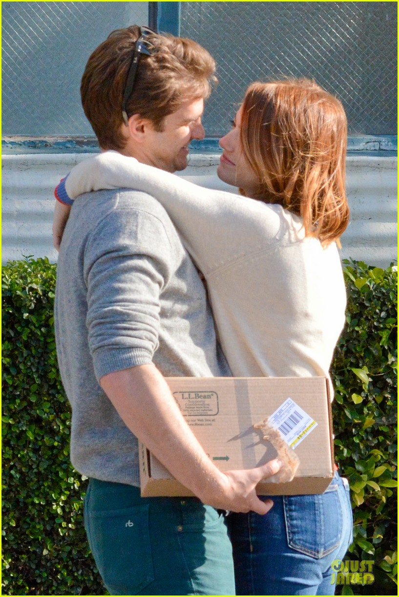 andrew garfield emma stone kiss during errand run 08