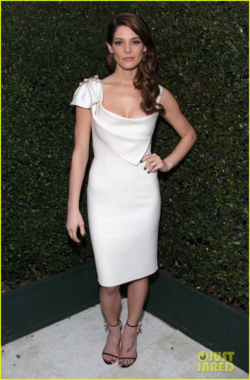 ashley greene watches the oscars 2014 in style at the elton john party 02
