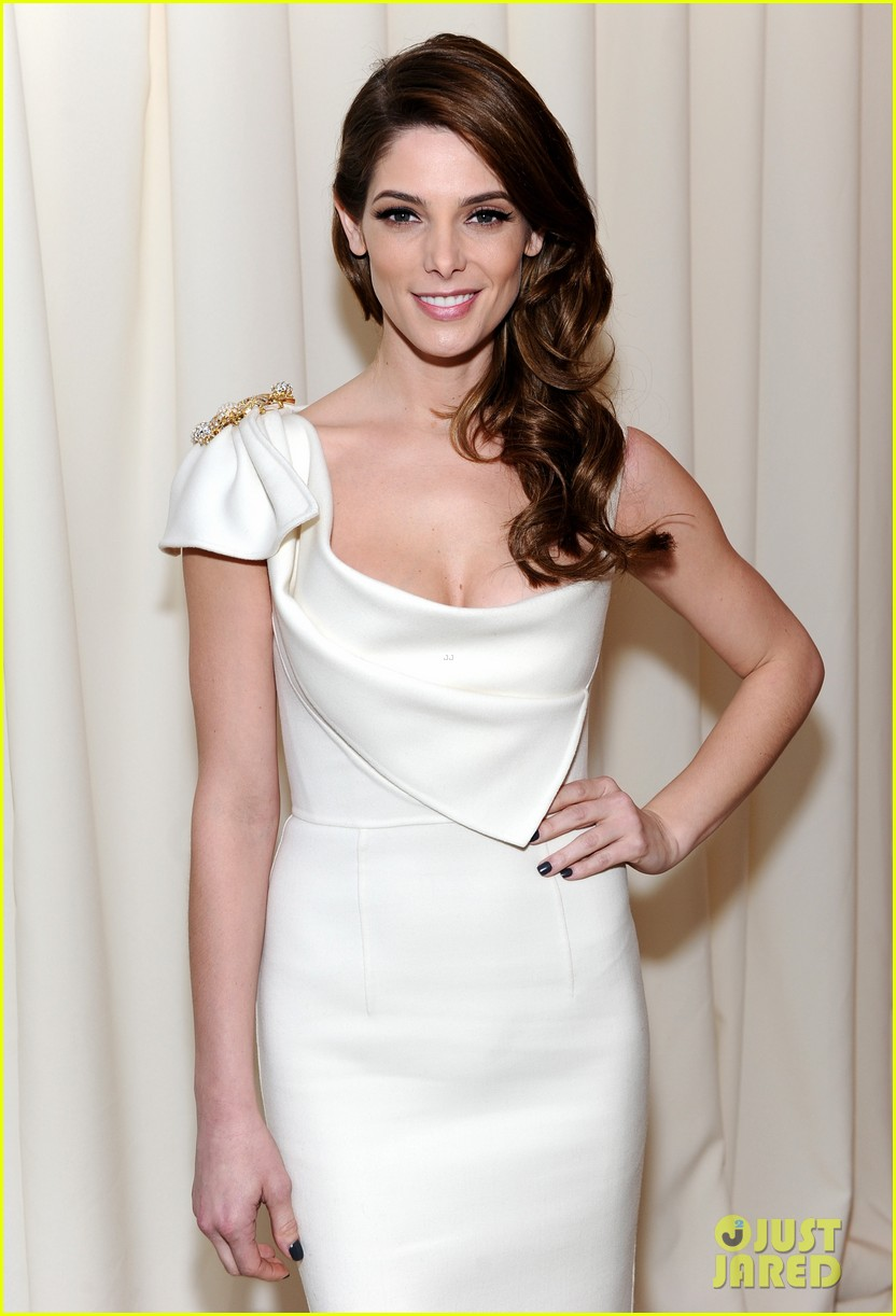 ashley greene watches the oscars 2014 in style at the elton john party 033064095