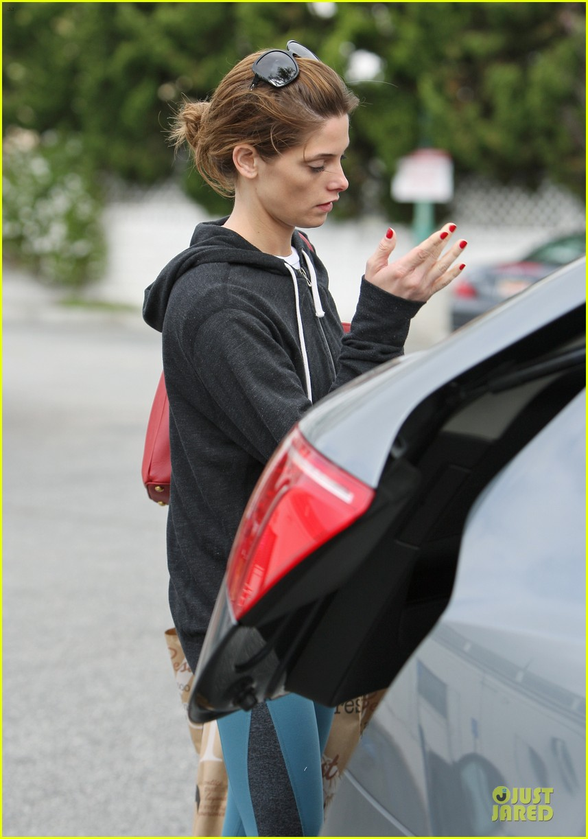 ashley greene strong arms at bristol farms 11