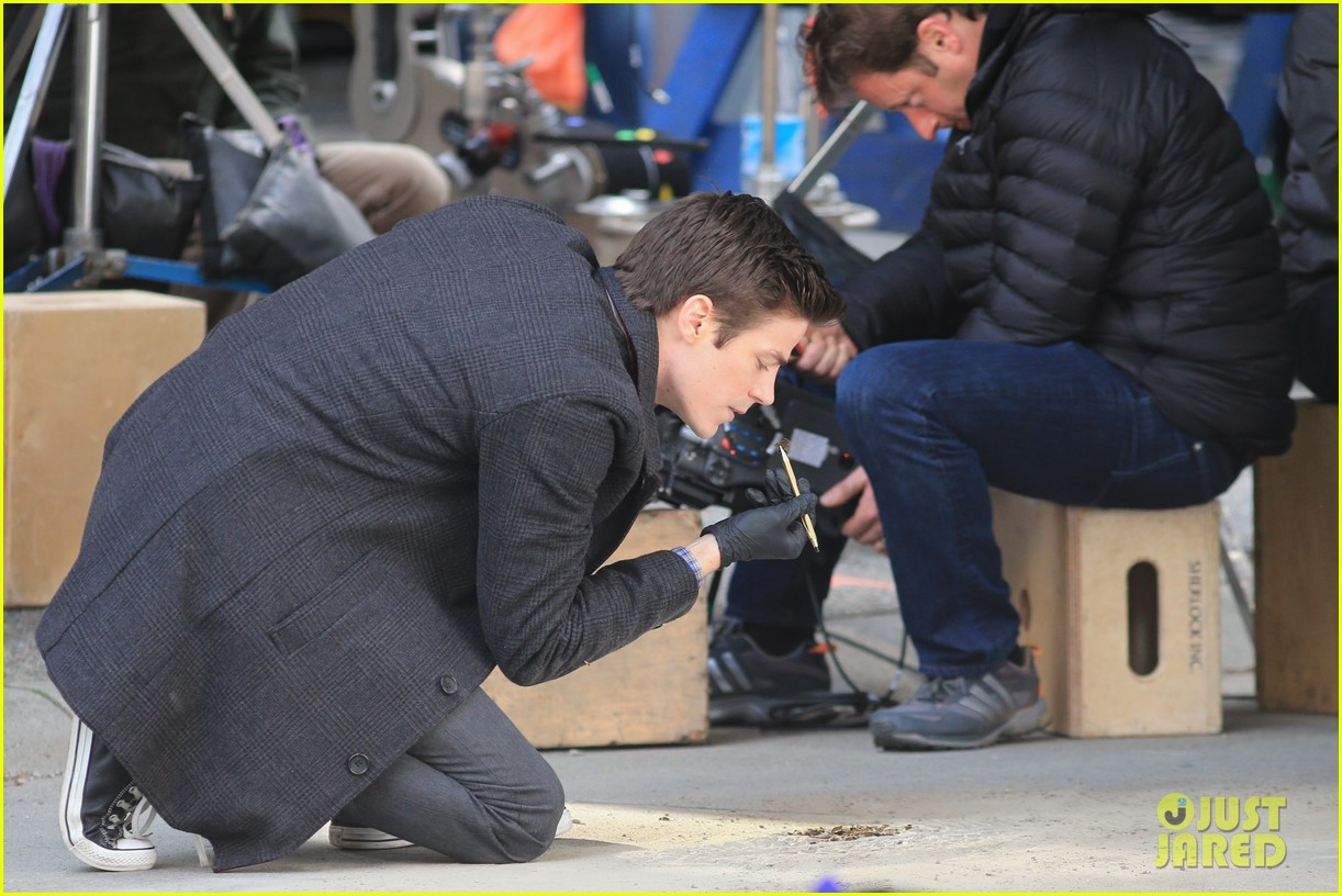 grant gustin flashes into action 02