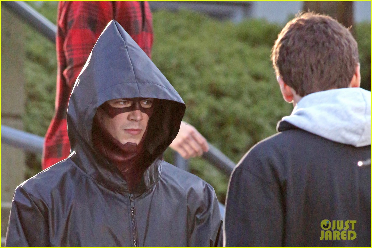grant gustin flashes into action 123071218
