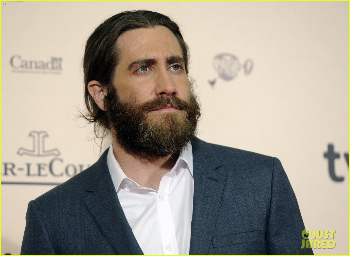 jake gyllenhaal suits up for enemy premiere in madrid 103075572