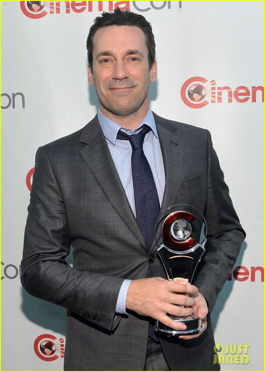 jon hamm excellence in acting award cinemacon 09