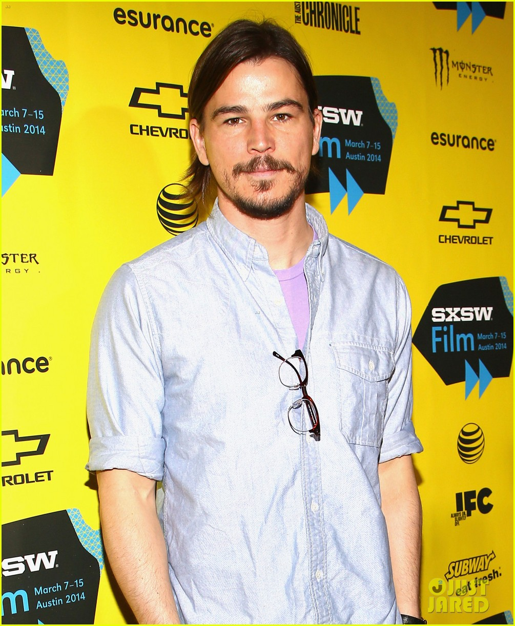 josh hartnett masters the sexy geek look at sxsw 05