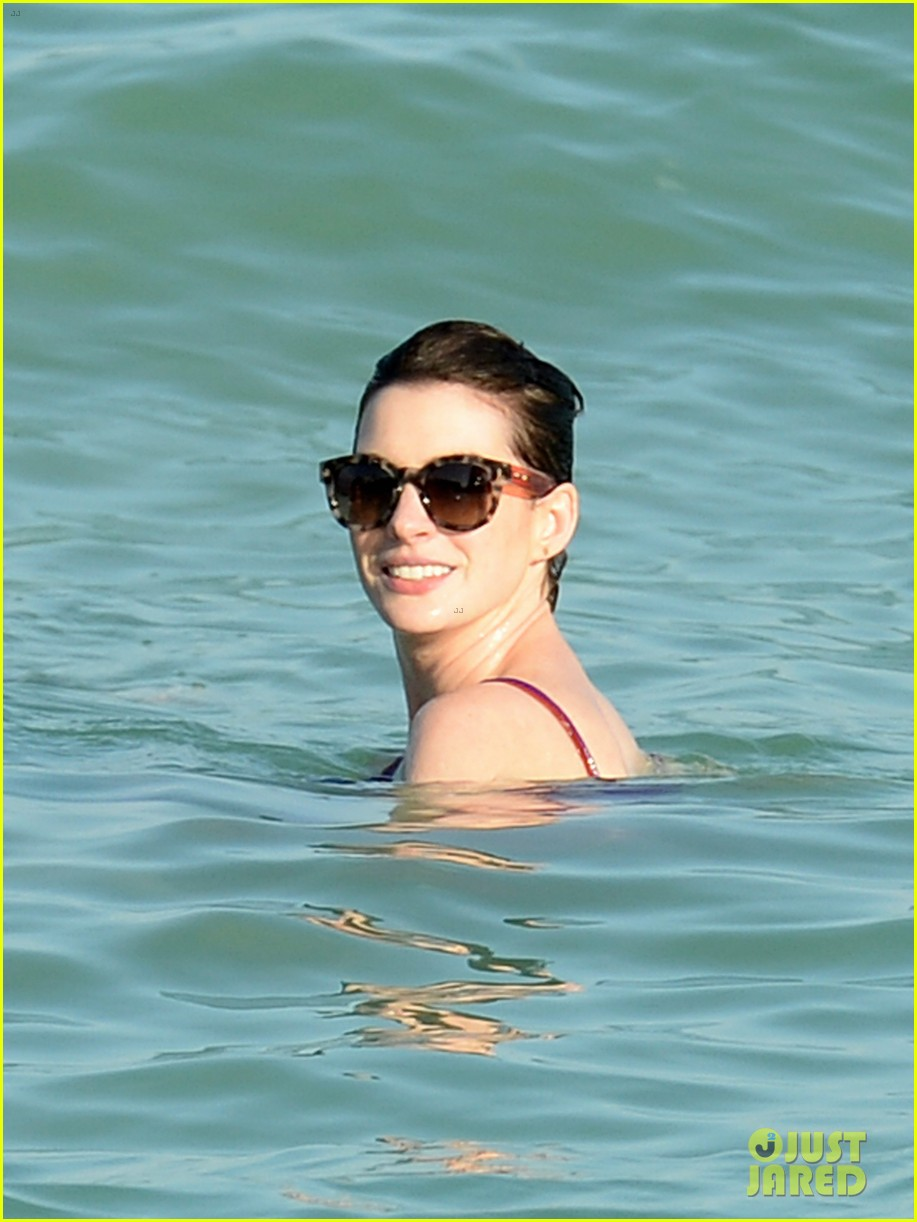 anne hathaway heads back for more beach fun in miami 143077327