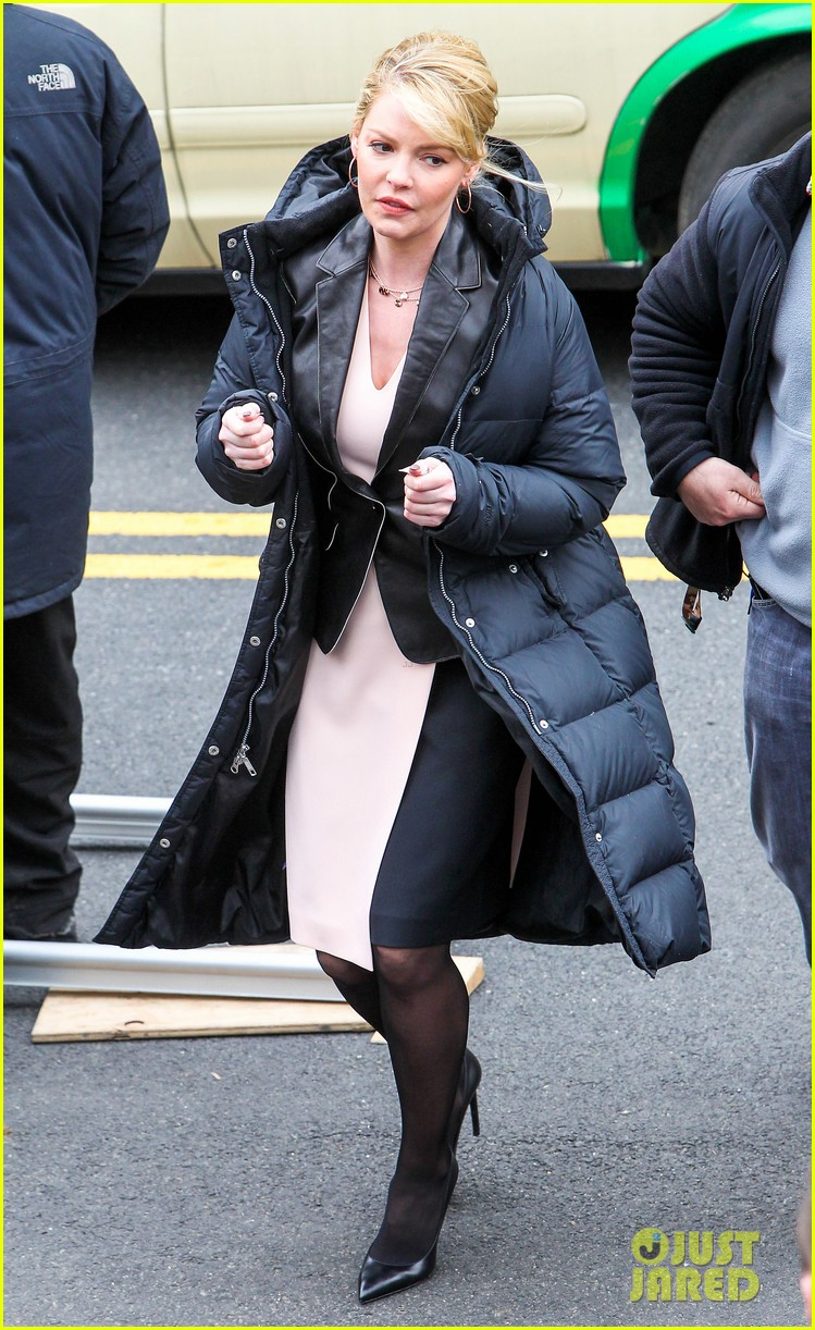 katherine heigl cannot stop smiling on state of affairs set 013078835