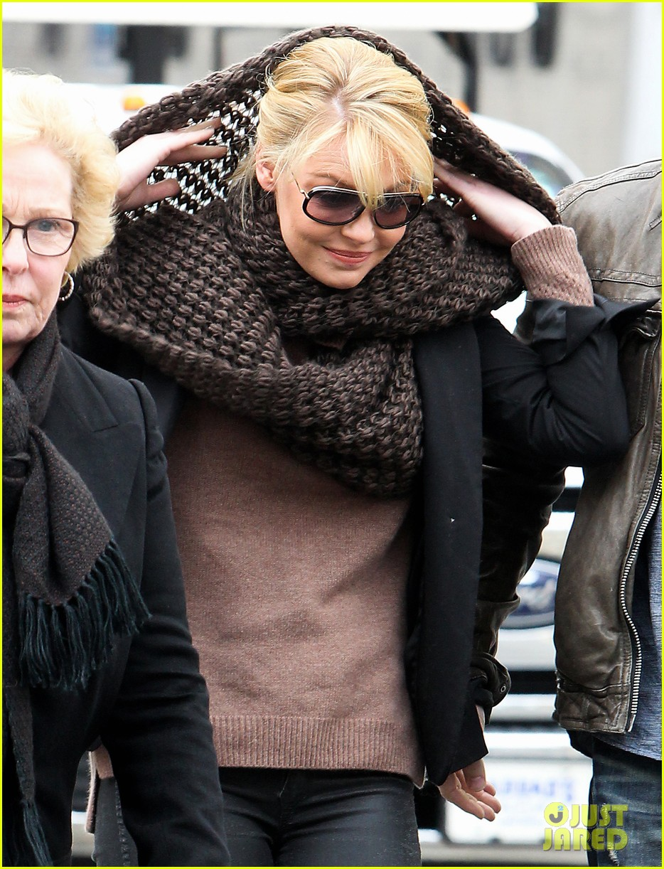 katherine heigl cannot stop smiling on state of affairs set 023078836