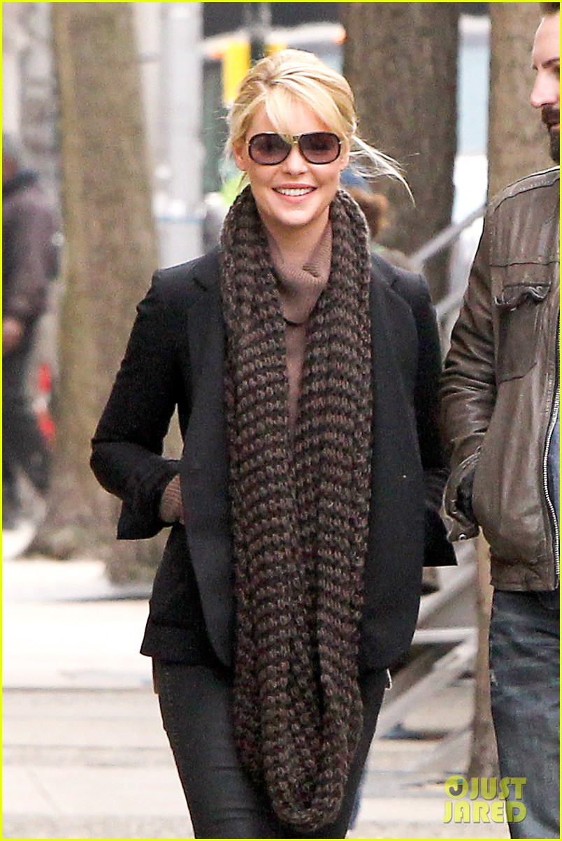 katherine heigl cannot stop smiling on state of affairs set 113078845
