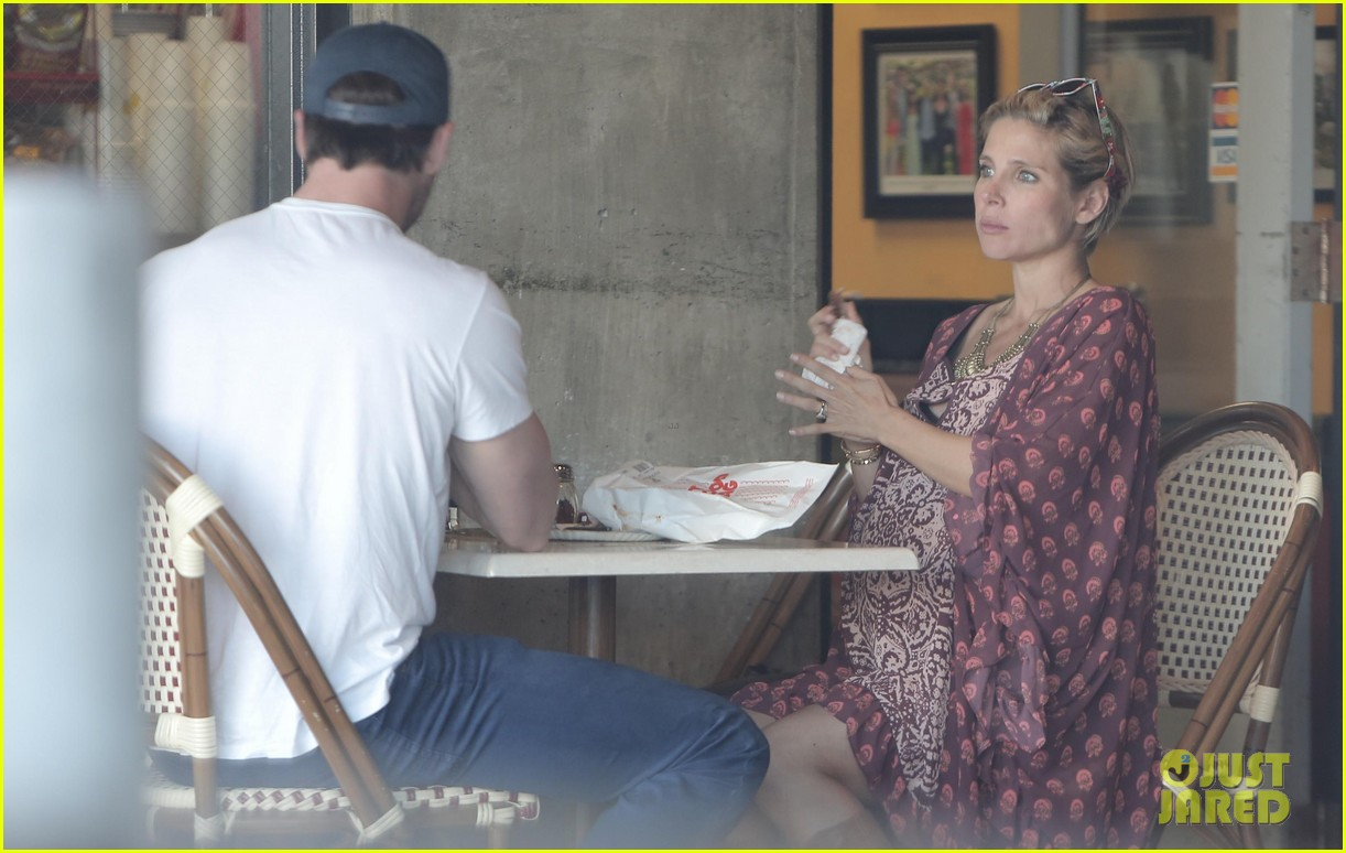 chris hemsworth elsa pataky enjoy lunch date 08