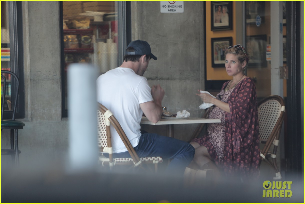 chris hemsworth elsa pataky enjoy lunch date 12