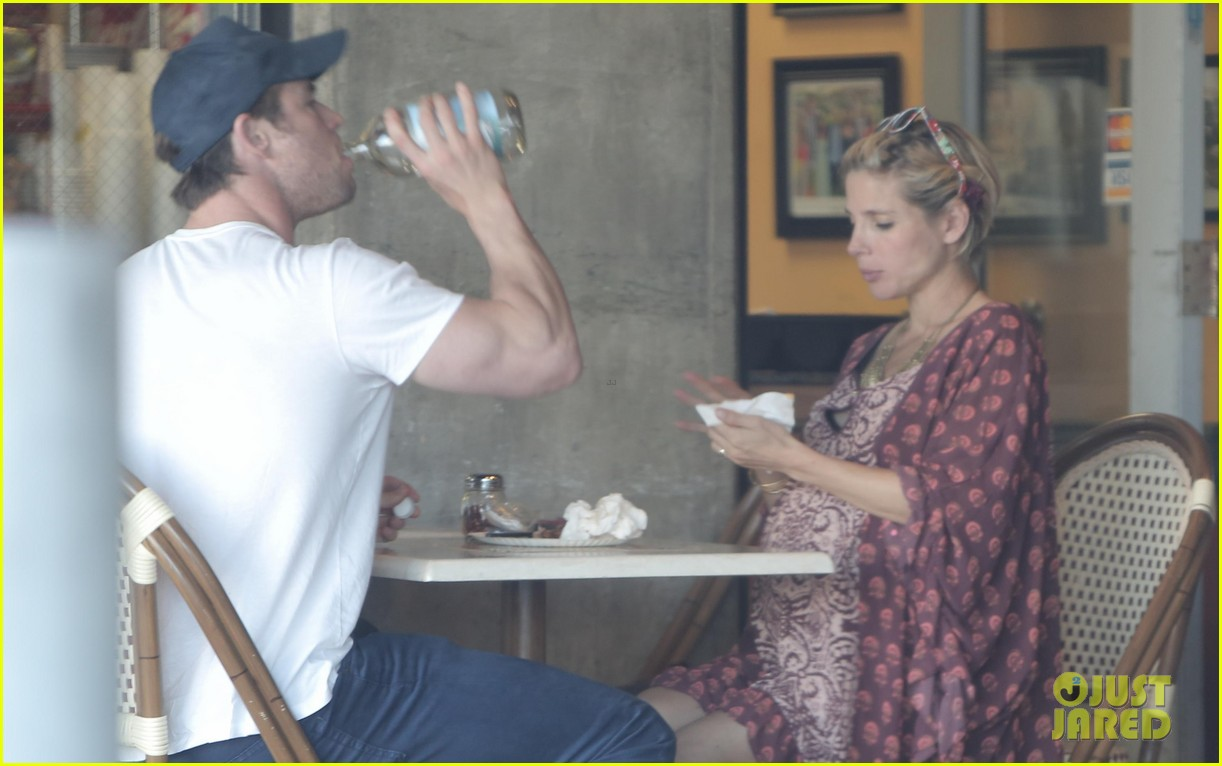 chris hemsworth elsa pataky enjoy lunch date 14