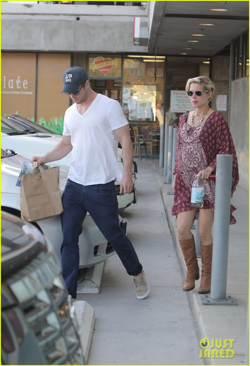 chris hemsworth elsa pataky enjoy lunch date 283067960