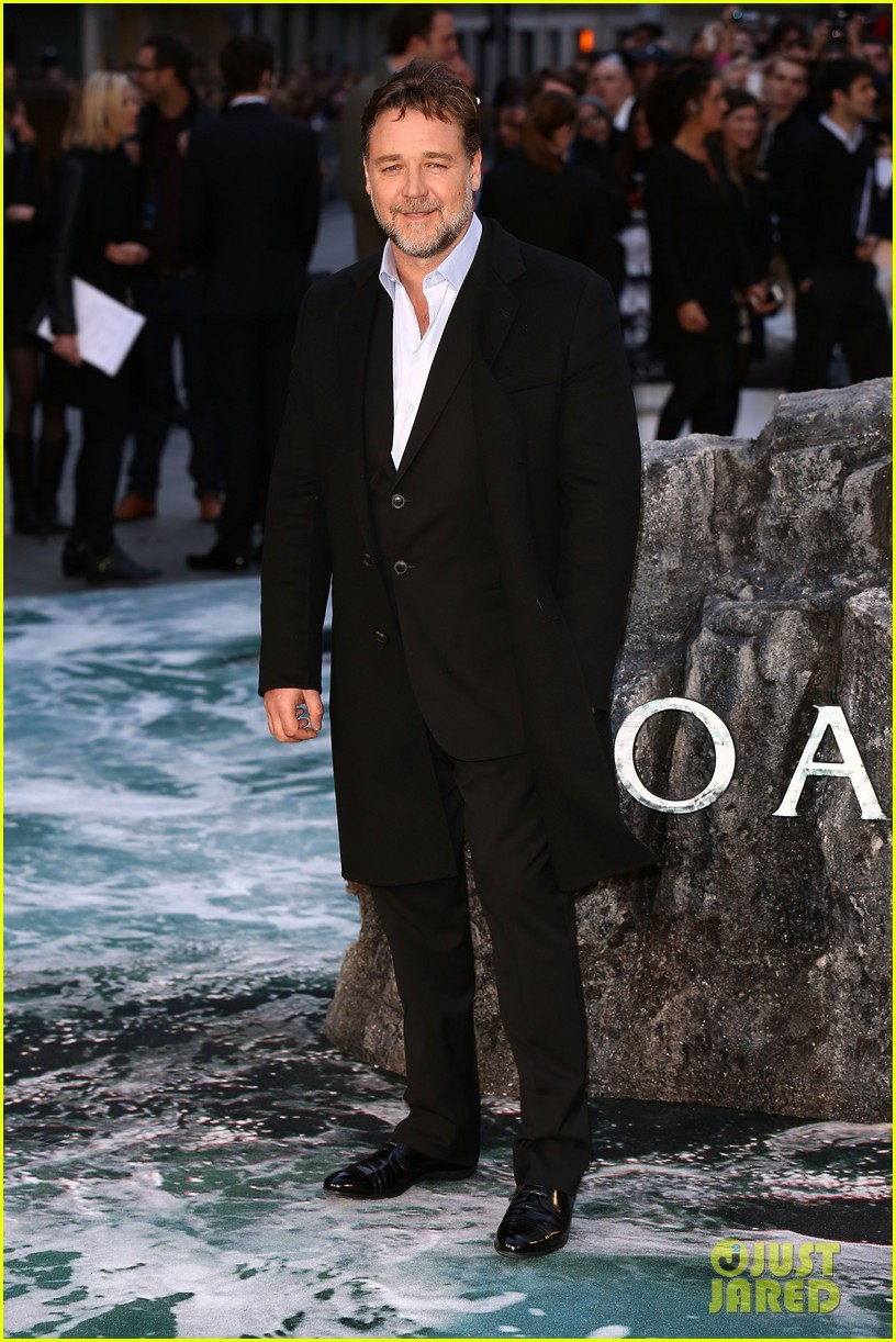 hugh jackman supports russell crowe noah uk premiere 053082415