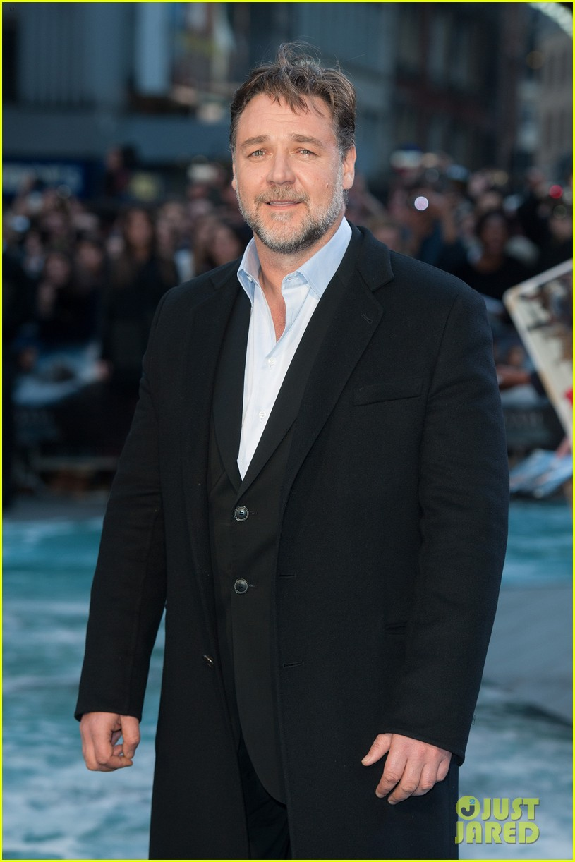 hugh jackman supports russell crowe noah uk premiere 213082431