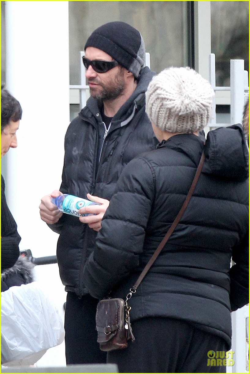 hugh jackman gives a sweet kiss to deborra 093068416