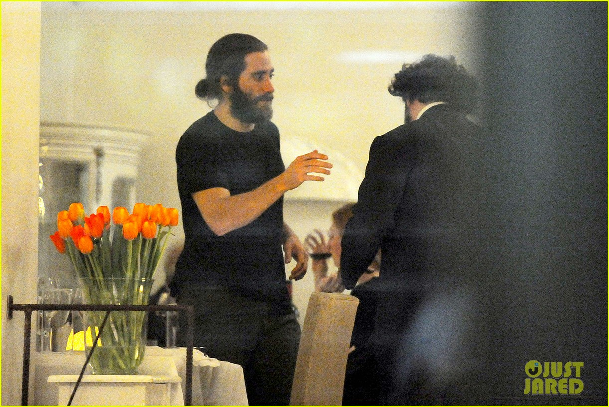 jake gyllenhaal dines out with mystery gal in rome 12