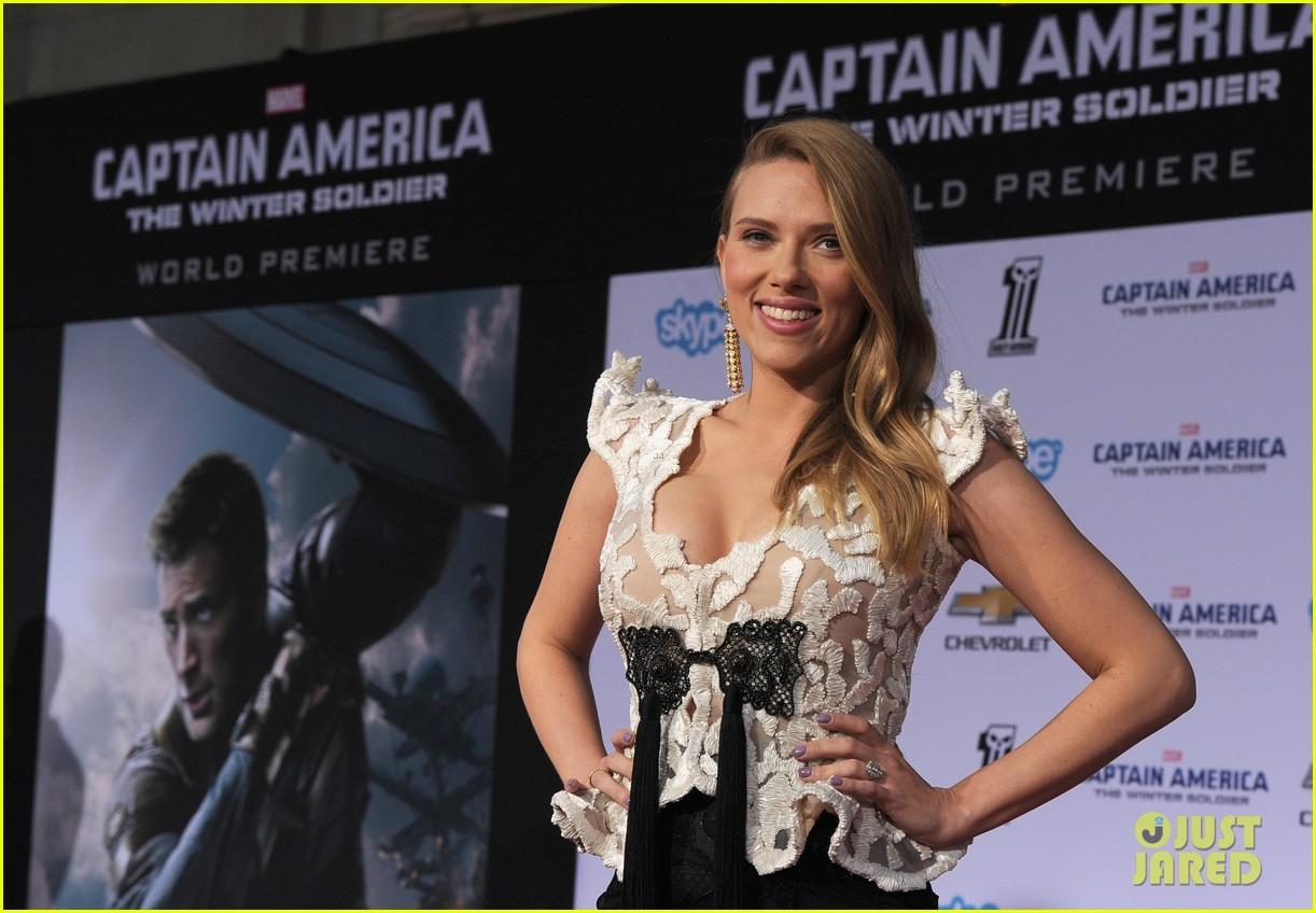 scarlett johansson pregnant captain america 2 premiere 123071597