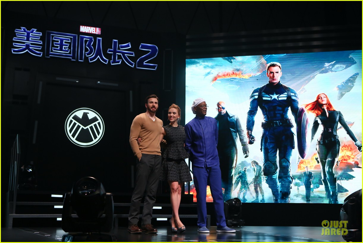 scarlett johansson chris evans bring captain america to china 05