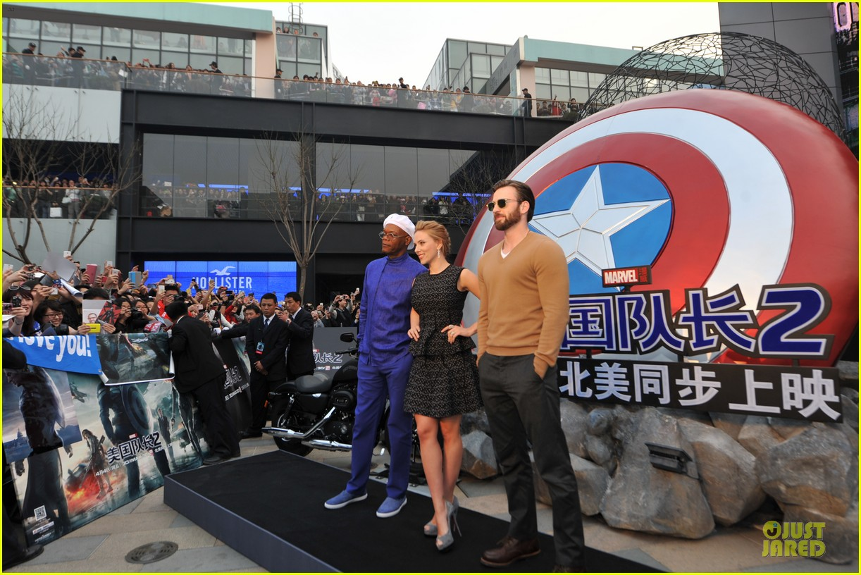 scarlett johansson chris evans bring captain america to china 063077976
