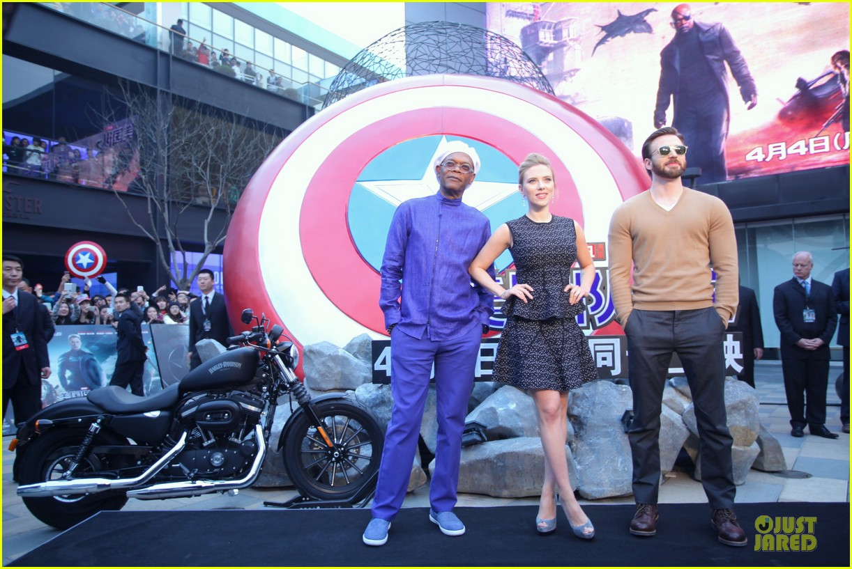 scarlett johansson chris evans bring captain america to china 10