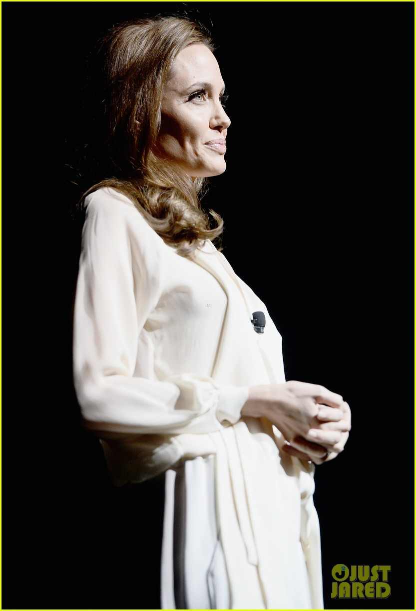 angelina jolie vision in white at cinema con 02