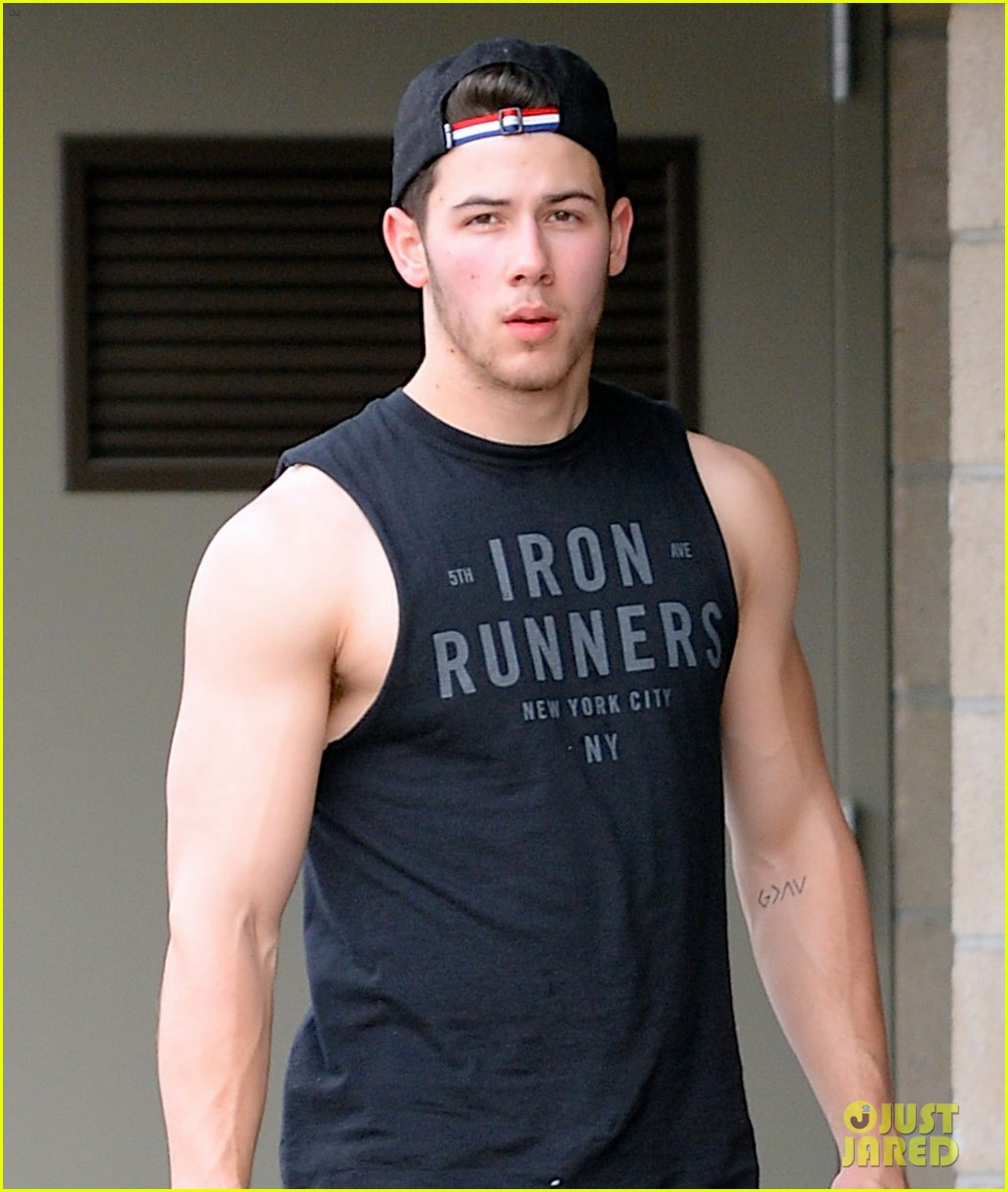 nick jonas flashes his massive biceps at the gym 03