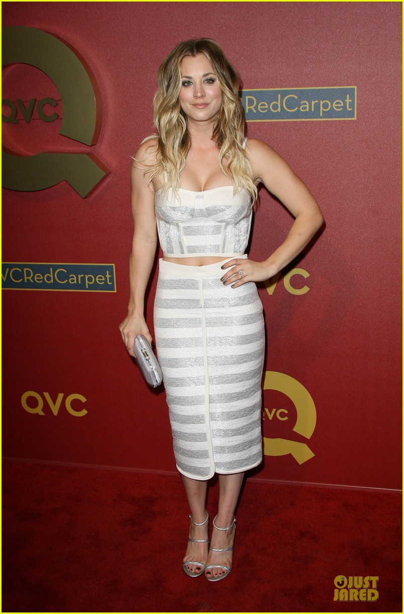 kaley cuoco shows some skin at qvc red carpet event 01