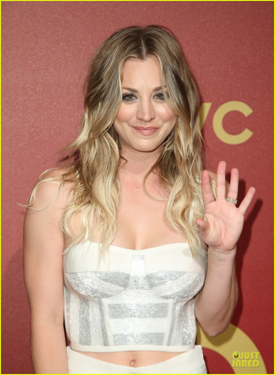 kaley cuoco shows some skin at qvc red carpet event 023062788