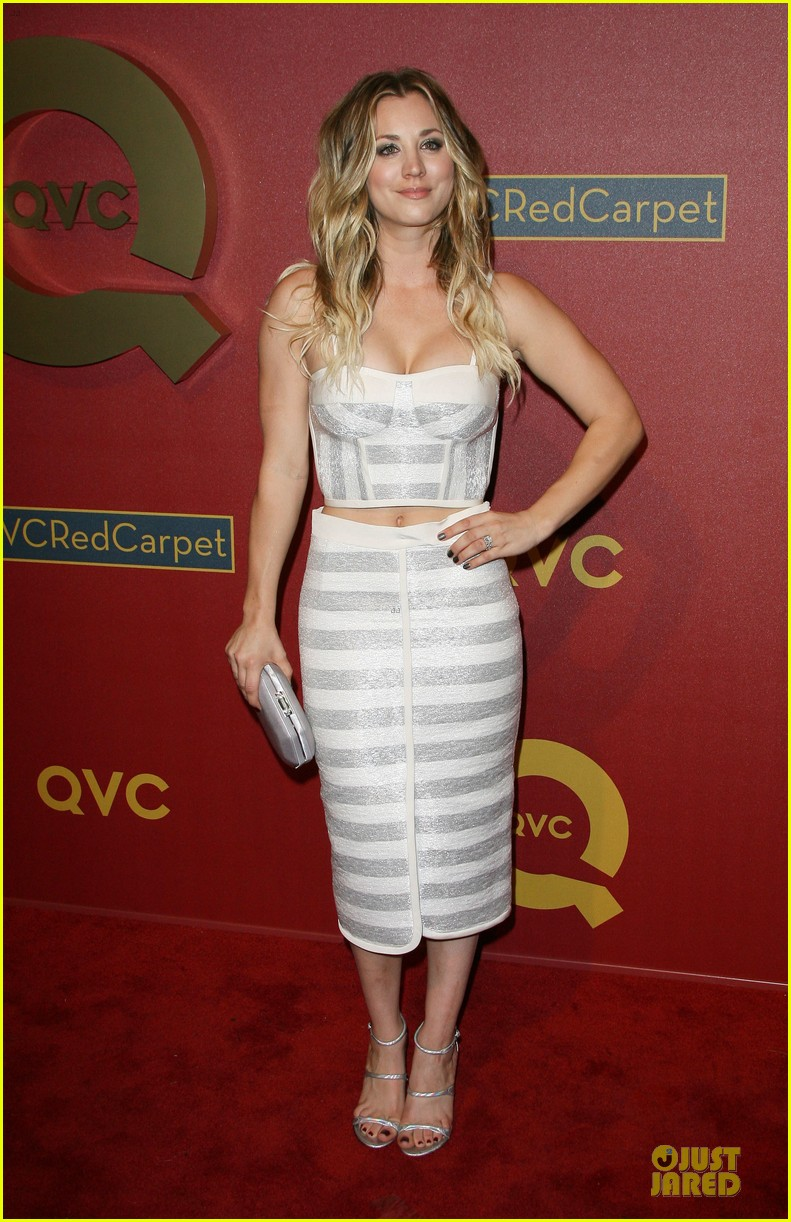 kaley cuoco shows some skin at qvc red carpet event 08