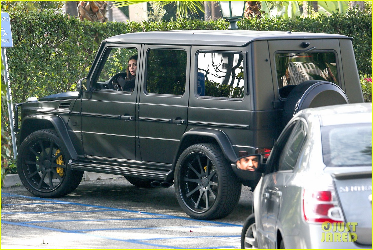 kim kardashian involved in minor car accident in beverly hills 053069982
